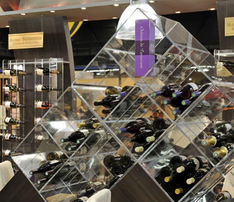 Présentoirs bouteilles en plexiglass, socle en bois